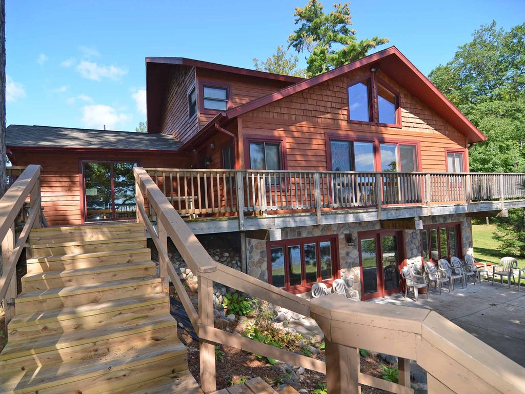 Hayward wisconsin vacation rental with sandy beach for Cabin rentals wi
