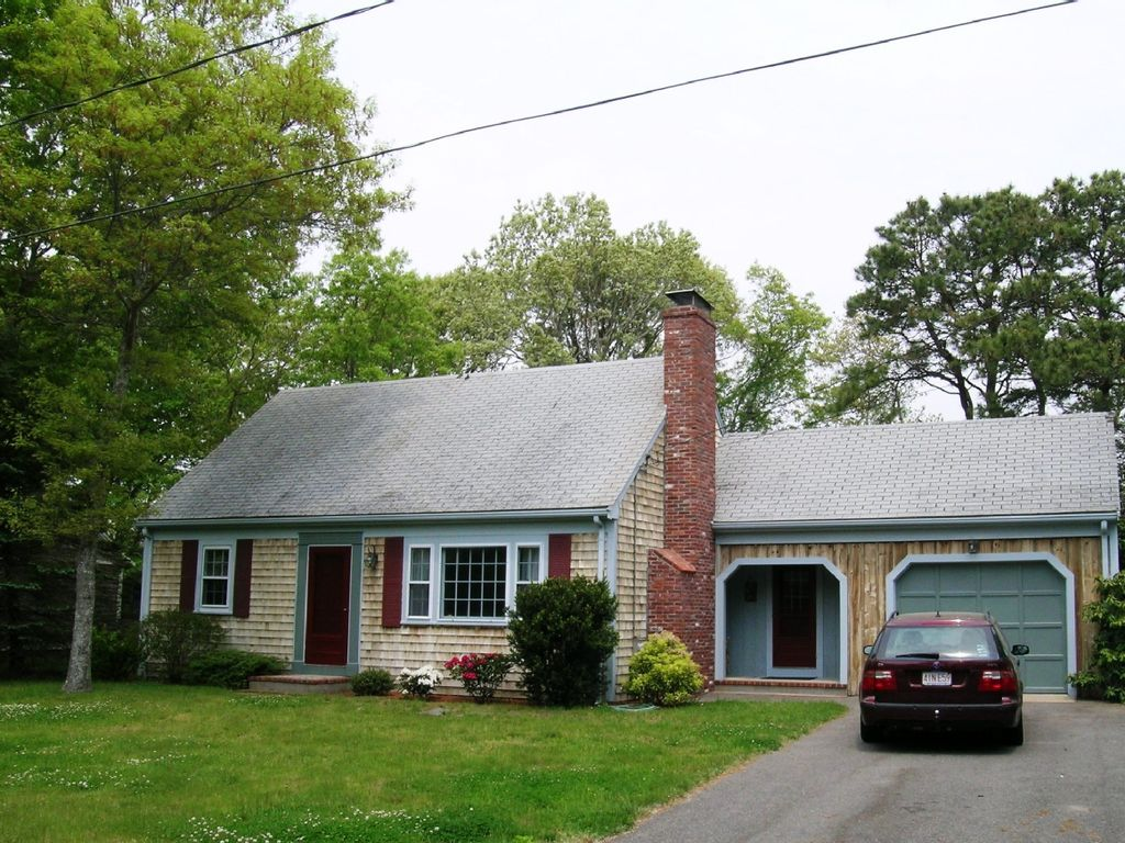 cod friendly cottage in pet cottages property to main path w beaches dog bike street quaint ha cape close and deck image