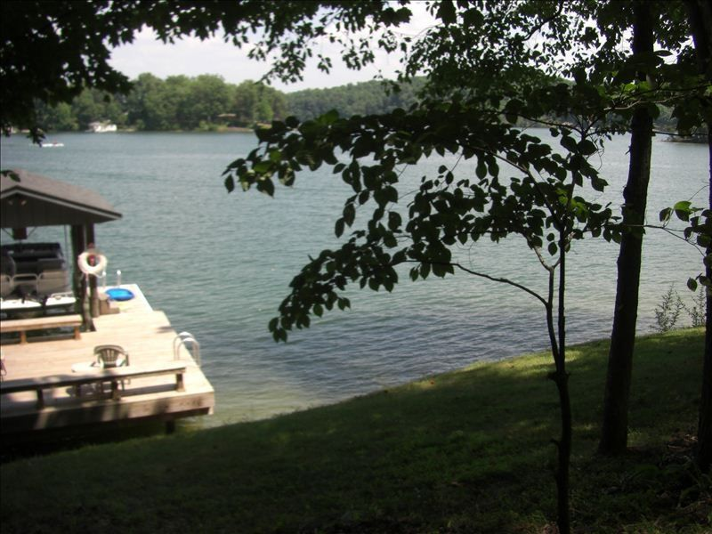 Wonderful cottage with a large screened homeaway moneta for Carvins cove fishing
