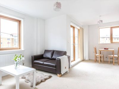 Photo for Bright and Airy 1 Bedroom Apartment