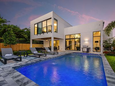 Photo for Stunning Modern Luxury in Fort Lauderdale, Heated Pool & Spa, Close to Beach
