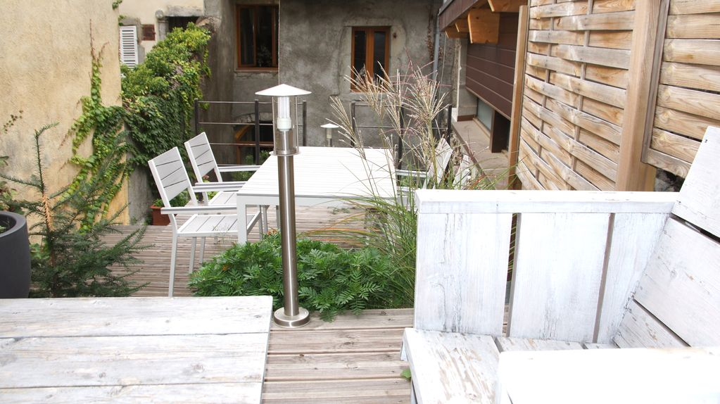 Annecy Old Town LOFT ATYPICAL with GARDEN & PARKING, Annecy,Haute ...