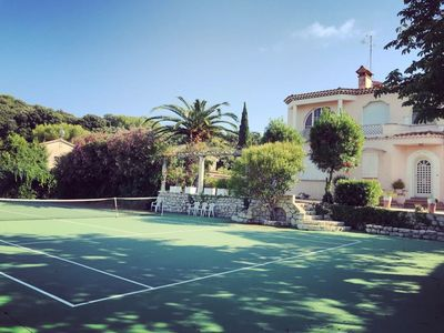 """Photo for Lovely 6 bedrooms villa in Cap D""""Antibes, sea view, tennis courts"""
