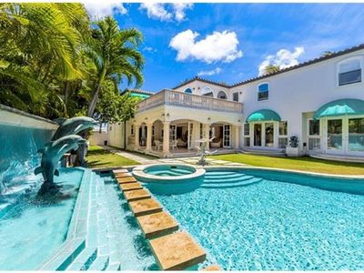 Photo for Gorgeous Mansion in Kahala with Pool