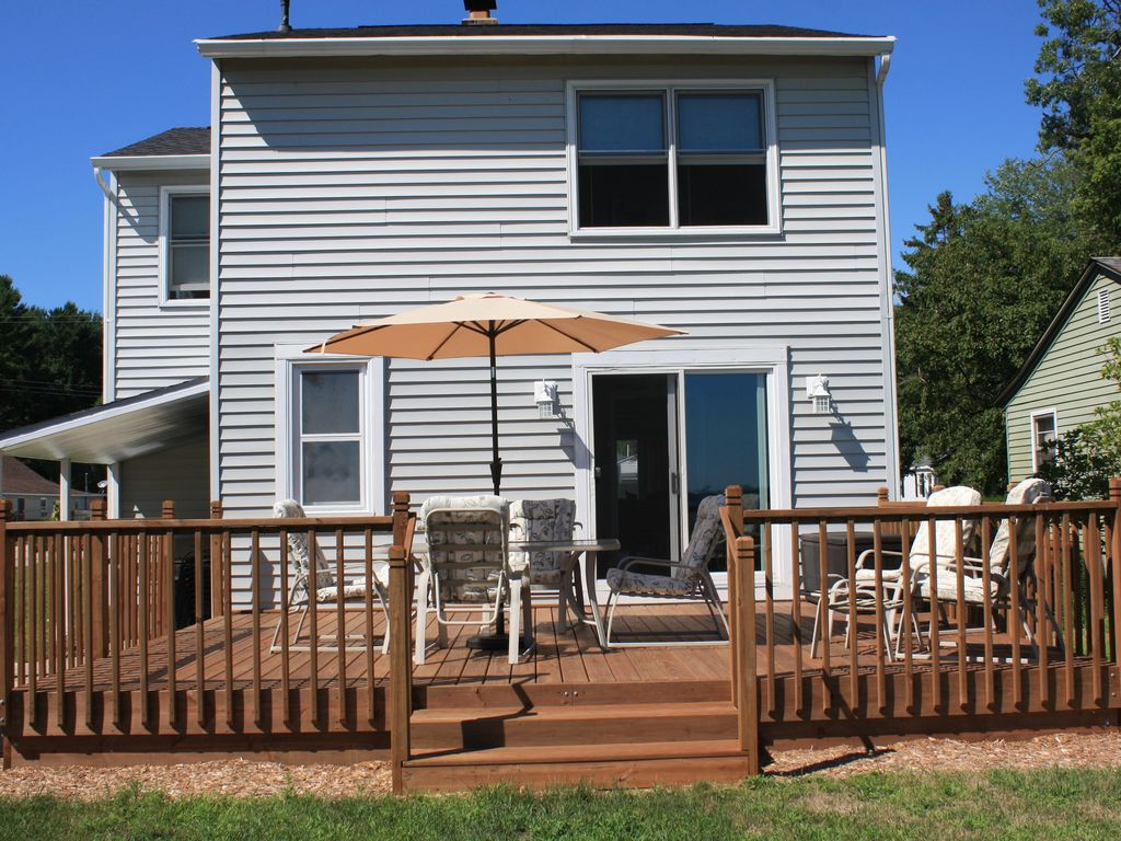 Plan your vacation now 4 bedroom home on muskegon lake for Muskegon cabin rentals