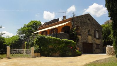 Photo for Villa for 7 people with swimming-pool in the Lubéron area of Provence