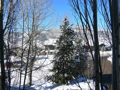 Cozy mountain condo with a shared pool, fitness center, hot tubs, and ski shuttle!