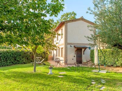 Photo for Pleasant detached house in a large farm, near Lake Trasimeno