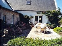 Clean, compact, nice private paved garden, great location for St Barbe beach and Plouharnel
