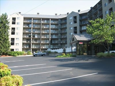 Photo for Clean Condo. Free Parking, Walk to Pkwy Shopping & Aquarium!