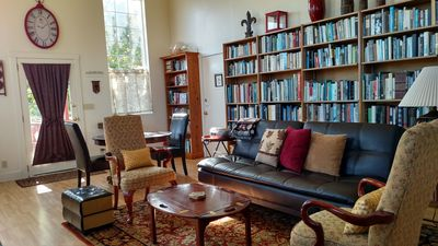Ferndale BluffHouse -- Library Suite with over 3000 books! (707) 786-7014
