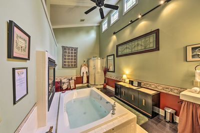 This studio cottage boasts a luxurious bath with a heated whirlpool tub.