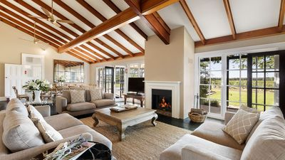 Photo for Grand Luxurious Residence on Picturesque Tinonee Vineyard Estate