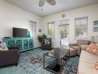 Photo for 3BD/ 2.5BA Luxury Home Two Blocks to Upper King