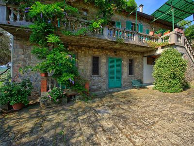 Photo for Cosy apartment with pool, WIFI, pets allowed, panoramic view, parking, close to Greve In Chianti