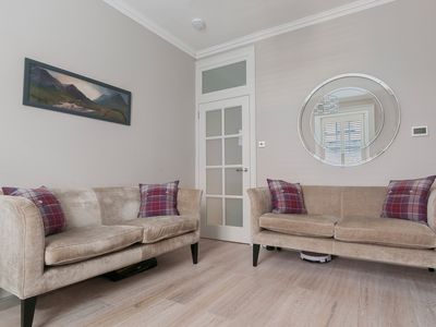 Photo for Cosy Chic Holiday Apartment in Edinburgh City Centre, Rose Street