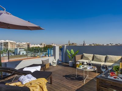 Photo for Penthouse with city sights and terrace with jacuzzi in Triana