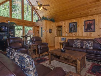 Gorgeous Upscale Luxury Cabin, 4 King Beds, Walk To Pool, Close Dollywood & Pky