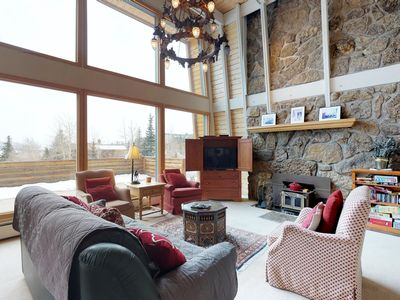 Photo for Affordable home with room for 7, spectacular views, fireplace!