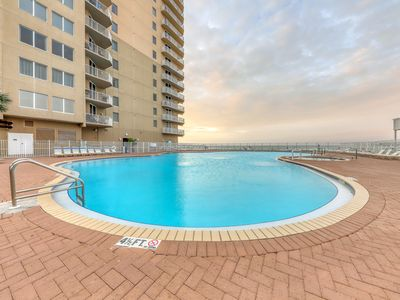 Photo for Gulf-front condo w/ resort pools, hot tubs, beach service, gym & Roman spa!