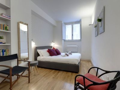 Photo for Ground floor apartment in a residential area adjacent to the Ponte Vecchio.