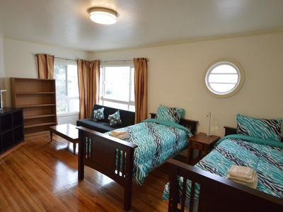 Photo for (2E) Large Double-Twin Room near SFSU, Bus, Shops and Restaurants - One Bedroom Bed and Breakfast, Sleeps 3