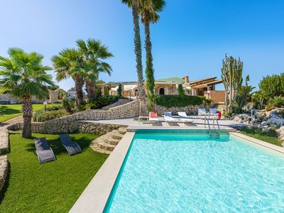 Photo for Large Sicily villa w/pool near Syracuse and seaside with Air conditioning and Wi-Fi