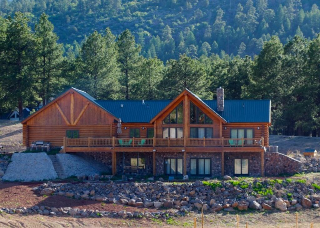 Williams rustic cabin with quiet nights and vrbo for Az cabin rentals with hot tub