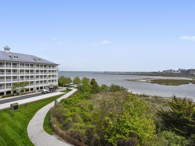 Photo for Gorgeous Views! Wi-Fi, Ind/Outdoor Pool, Clubhouse, Cafe - Short Walk to Amenities