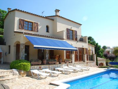 Photo for Detached villa with magnificent view and heated private swimming pool