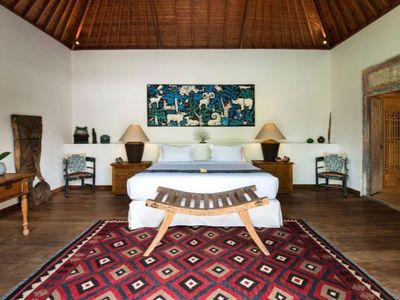 Photo for Spacious 6 Bedroom Villa Seminyak, Near Eat Street, Near Beach