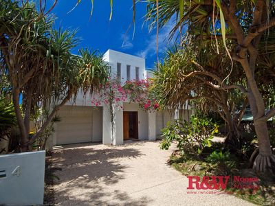 Photo for 4BR House Vacation Rental in SUNSHINE BEACH, Queensland
