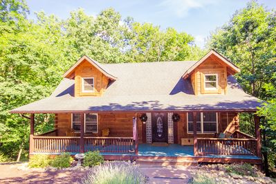 A luxury log home prepped for you with linens/towels/so much more!