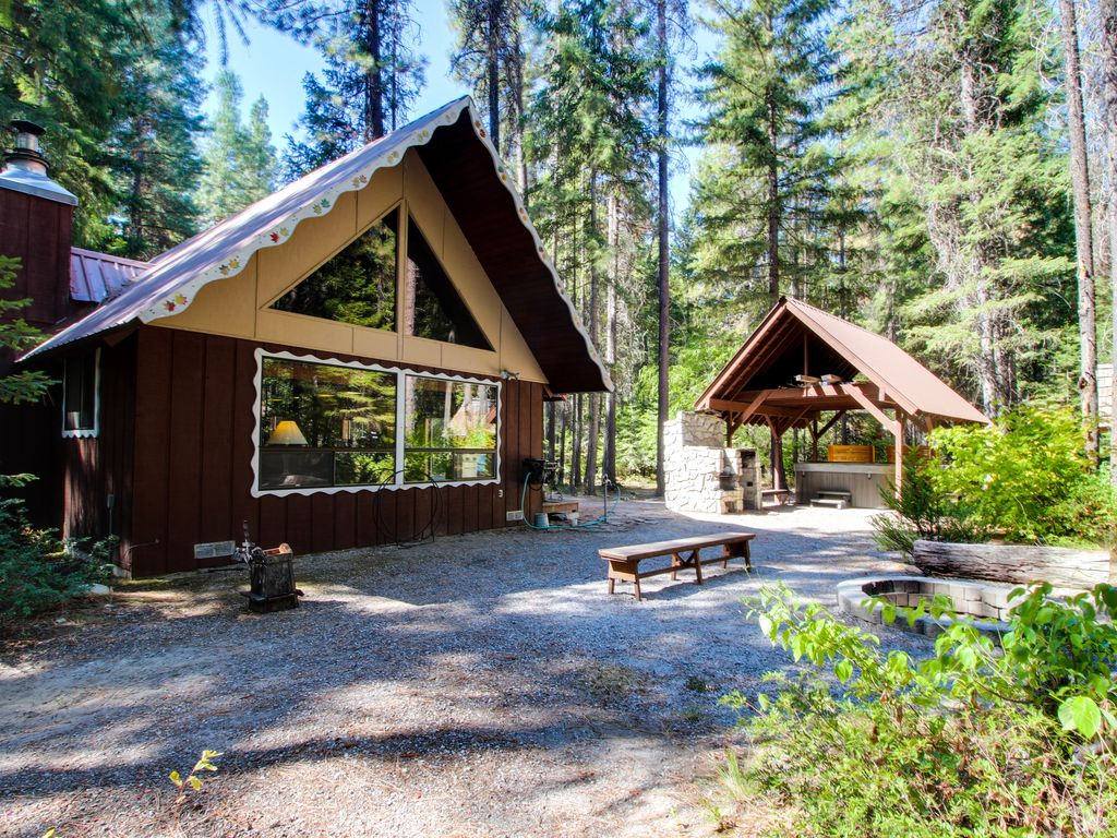 Cozy secluded family friendly cabin w private hot tub for Washington state cabins for rent