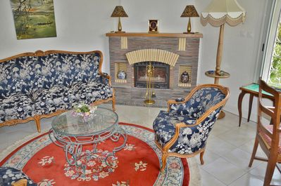 Provencal/Chinese lounge with writing-desk and game table