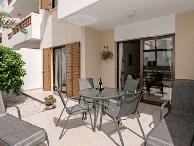Photo for Delightful Ground Floor Apartment with Superb Pool in Kato Paphos