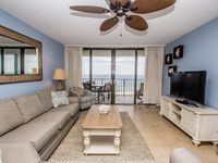 Nice, clean condo with comfortable beds. Great balcony with wonderful ocean view.