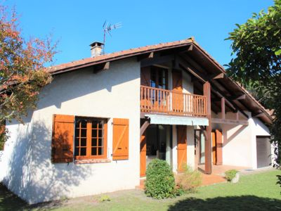 Photo for LARGE FAMILY HOUSE - 2 steps from LAC DE LEON