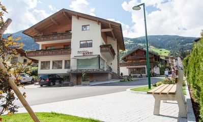 Photo for Central location, just a few minutes. To the base terminal 'Zillertal Arena' and 'Hochzillertal'