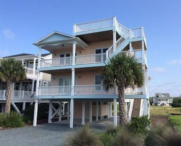 Photo for Pool & Beach Club, Walk to Restaurants, Views from Crows Nest!