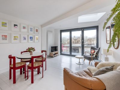 Photo for Luxury mews house with balcony & parking in the centre of Bath