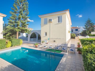 Photo for Villa Renee, Modern 5BDR Villa with Private Pool, close to the beach