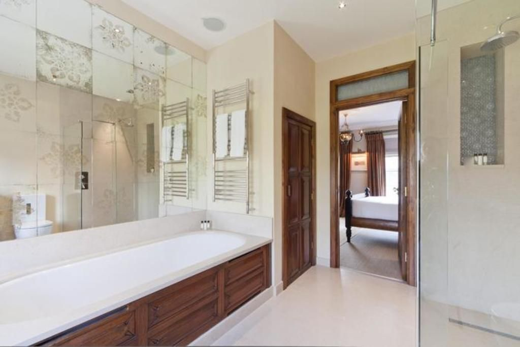 London Home 404, Imagine Renting Your Own 5 Star Private Holiday Home in London, England - Studio Villa, Sleeps 4