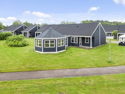 Photo for 8-12-person bungalow in the holiday park Landal Rønbjerg - on the coast/the beach
