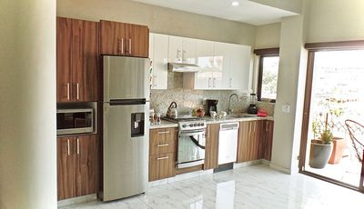Fully appointed kitchen with gas stove and dishwasher