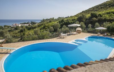 Photo for 6 bedroom Villa, sleeps 13 with FREE WiFi and Walk to Shops
