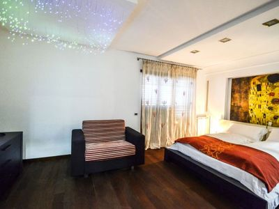Photo for 2 bedroom Apartment, sleeps 7 with Air Con, FREE WiFi and Walk to Shops