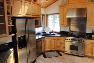 Spacious, gourmet kitchen