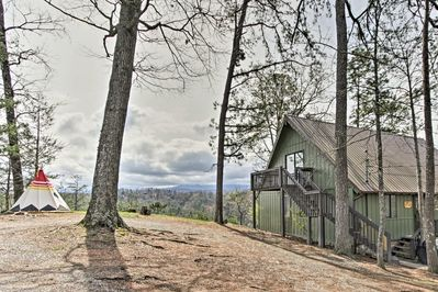 Camp Themed Cabin w/ Hot Tub, Teepee & Views! - Pigeon Forge