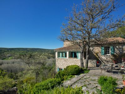 Photo for House in the heart of the scrubland near Walls and other perched villages of the Luberon